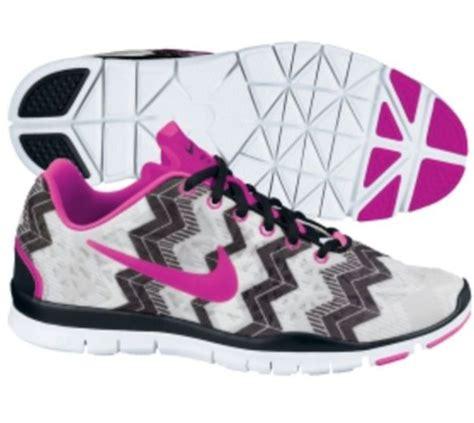 nike s sneakers in fuchsia chevron shoes a