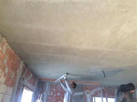 foto intonaco a soffitto di servizi e costruzioni srl