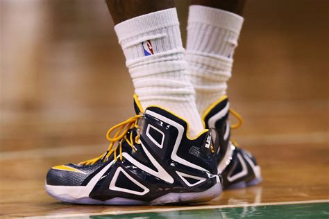 lebron playoff shoes stephen curry vs lebron the nba finals shoe