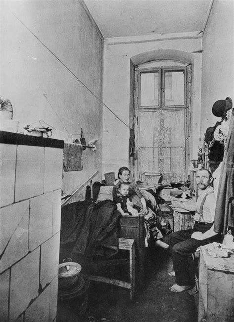 Wohnung Industrialisierung by Unterkunft Einer Arbeiterfamilie Um 1900
