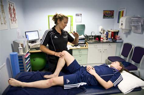 sports medicine salary