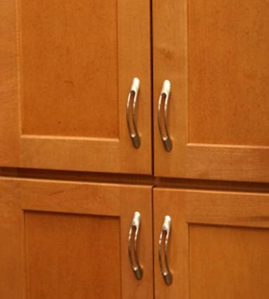 Kitchen Cabinet Handles by Choosing Kitchen Cabinet Hardware Lovetoknow
