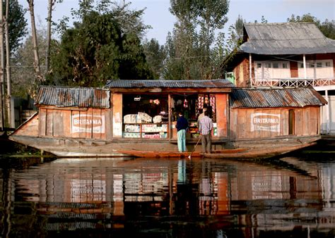 boat house kashmir gulmarg trip and dal lake flower marketfaux pas