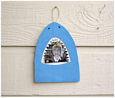 easy shark crafts for tutorial shark bite picture frame 187 dollar store crafts