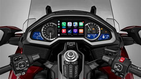 apple carplay destekli ilk motosiklet  honda gold