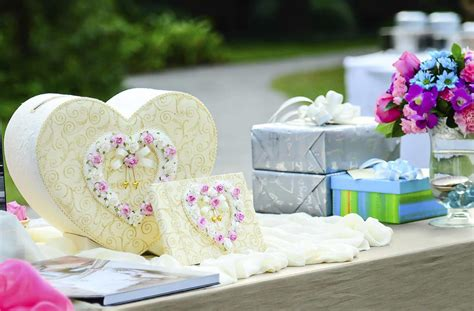 Giving Wedding Gift by 7 Worst Wedding Gifts For Newlyweds