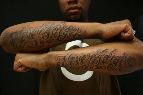 tatuaje brazo letras fuentes por omaha tattoo
