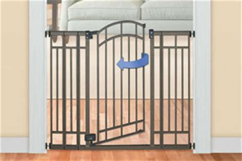 Baby Door Gate by Finding The Right Baby Gate With Door For Your Home Baby Gate Guru