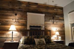 Wood Pallet Wall Decor by Wood Pallet Wall For Hotter Home Interior Decor