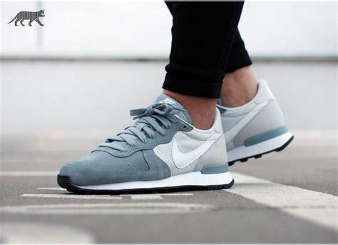 Sepatu Nike Internationalist nike wmns internationalist dove grey white platinum black feetos