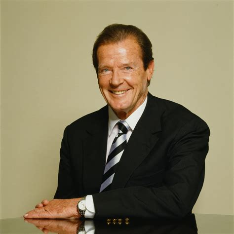 roger moore photo1 the marlowe meets sir roger moore marlowetheatre