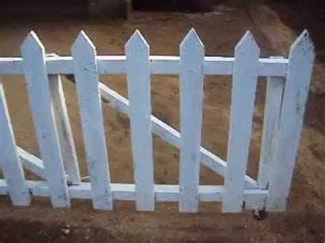Kandang Pagar Bekas pargar kayu minimalis sebagai gerbang alternatif