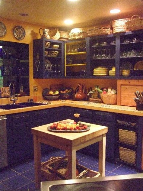 mexican kitchen cabinets best 25 mexican style homes ideas on pinterest spanish