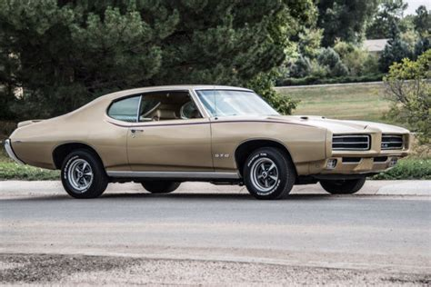 PONTIAC GTO   AMERICAN MUSCLE Ford Chevrolet Dodge Camero