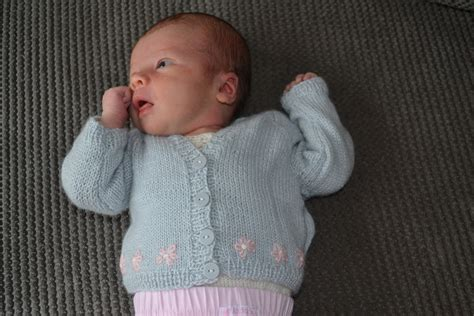 pattern video for babies free knitting patterns for babies cardigans 4 ply