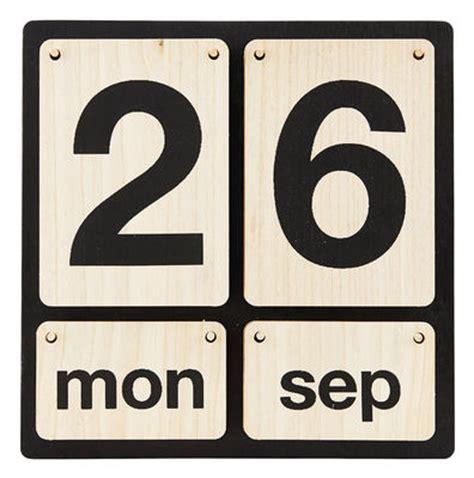 design ewiger kalender lightyear zum aufh 228 ngen holz house doctor ewiger