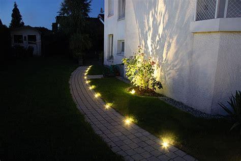 lichtpunkte licht im garten metten stein design - Wegbeleuchtung Garten