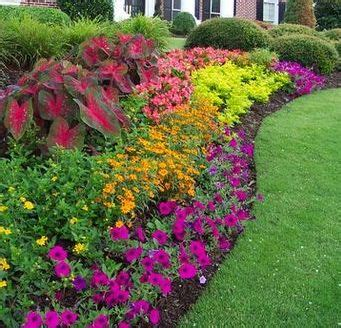 flowers for flower beds best 25 small flower gardens ideas on pinterest