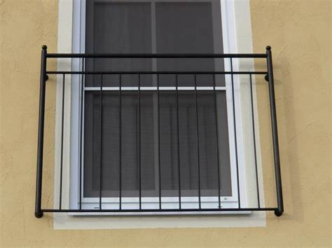 französischer balkon mit austritt balkone metallbalkone balkongel 228 nder absturzsicherungen