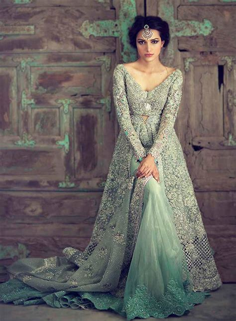 Designer Indian Wedding Dresses by Engagement Dresses For Indian Top 10 Designs Of 2016