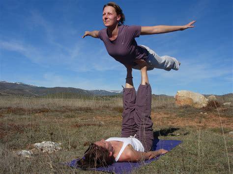 imagenes de yoga para 2 aum proximo taller yoga en familia