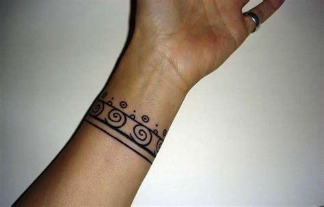 tatuaggio bracciale fiori tatuaggi bracciali per i disegni da copiare foto