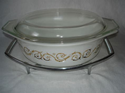 Pyrex Casserole With Lid 1 4 L vintage pyrex casserole dish empire scroll pattern 1 5