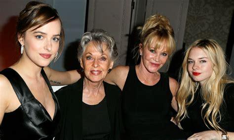 imagenes de la familia grifin melanie griffith su madre y sus hijas tres generaciones