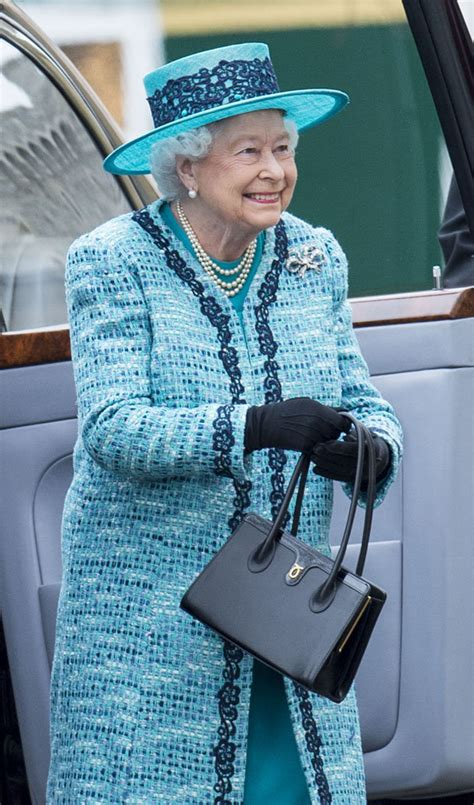 queen elizabeth purse signals queen elizabeth ii secret hand signals explained daily star
