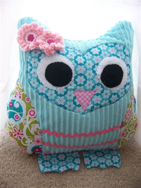 Owl Pillow Pattern by 25 Best Ideas About Owl Pillows On Owl Pillow Pattern Owl Rooms And Stuffed Owl