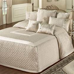 Coverlet For King Bed Bedroom Awesome Bedroom Design With Area Rug And