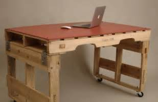 einfacher schreibtisch 19 diy pallet desks a way to save money and to