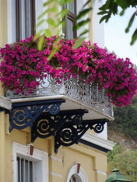 superb decorating ideas  small apartment balcony