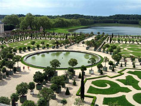 Les Jardins Du Roi Soleil by Dans Les Jardins Du Roi Soleil La M 232 Re Veilleuse