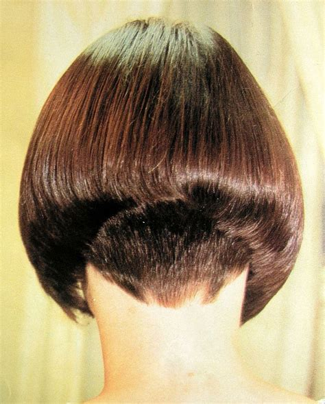 long inverted bob with a dramatic angle minimal stacking 1000 ideas about short angled bobs on pinterest angle