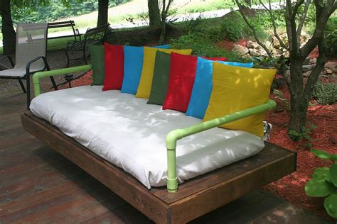 how to make a daybed how to build a pallet daybed home design garden
