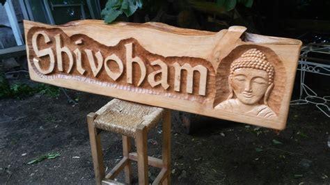 carteles tallados tallados en madera