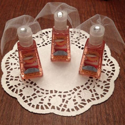 wedding shower favor ideas 20 bridal shower favor gifts your guests will like
