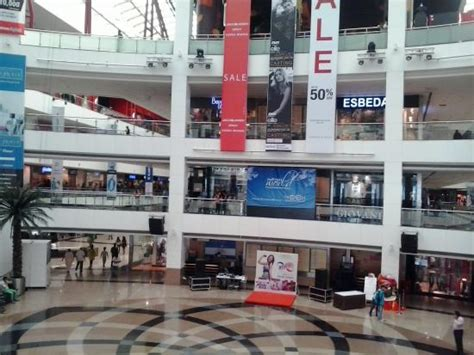 infinity mall andheri infinity mall malad west picture of infiniti mall