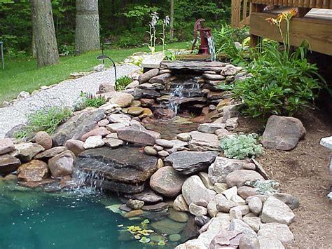 cascate e laghetti da giardino 40 foto di bellissimi laghetti da giardino cascate e