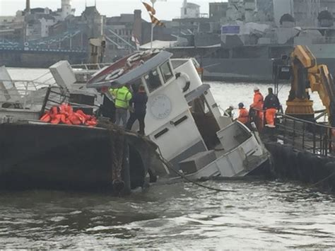thames river boat sank 1989 rescue operation under way as boat sinks on river thames
