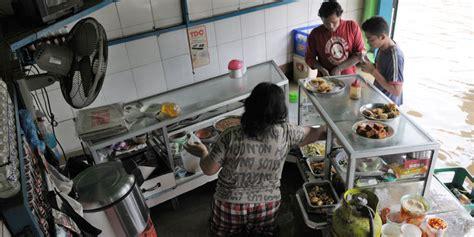 Kaos Puasa Itu Sehat satpol pp ancam sita makanan warung nasi yang jualan saat