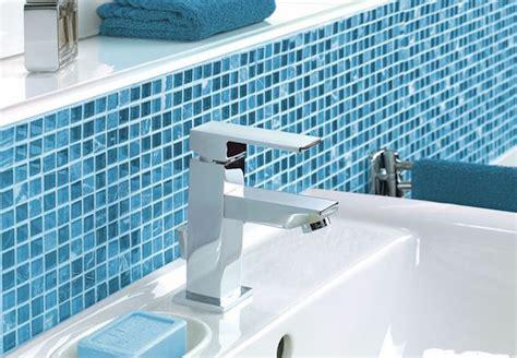 blaues badezimmerdekor badezimmer fliesen mosaik blau grafffit
