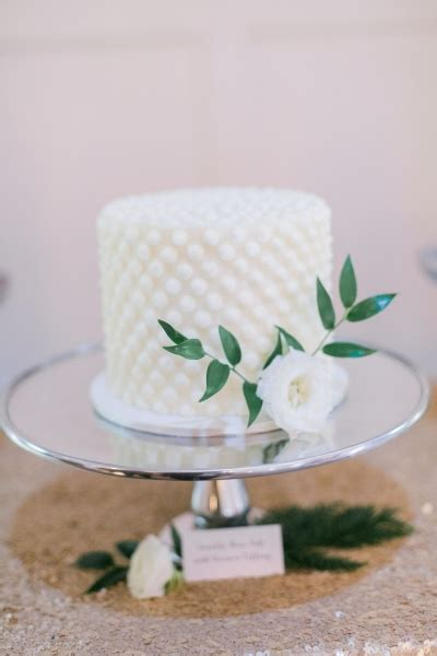 wedding cakes buttercream frost  cupcakery