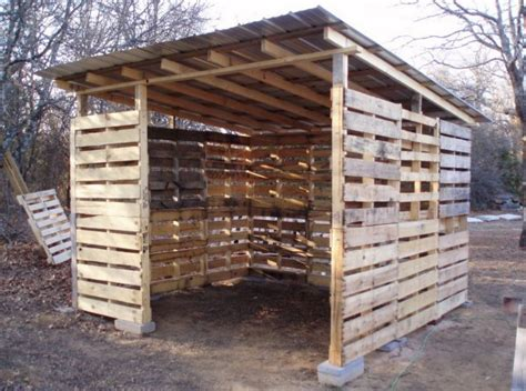 Building A Wood Shed Out Of Pallets