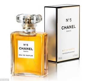 Parfum Chanel Pria gisele bundchen gets glam for baz luhrmann s chanel no 5 commercial daily mail