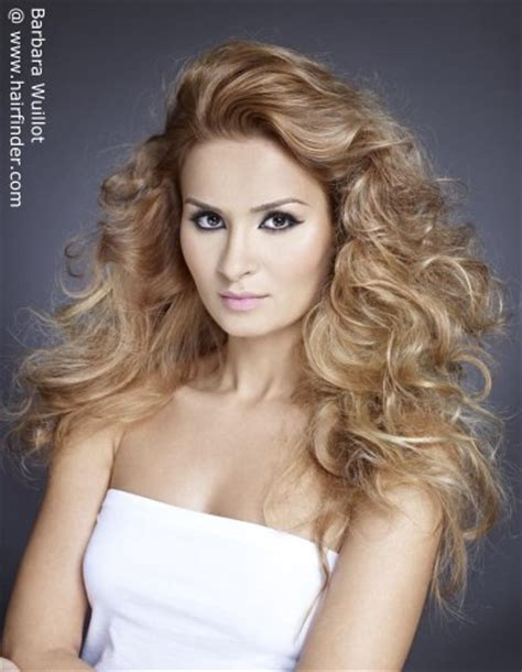 hairstyles with lift at the crown long curly hair with volume and lift on the crown