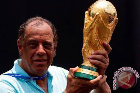 Mengenang Sang Legenda Malaka Dan Sjahrir mengenang carlos alberto sang legenda dan kapten abadi brasil antara news