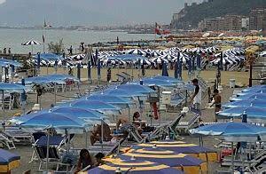 ufficio turismo diano marina liguria invasione di turisti il sole spazza via anche la