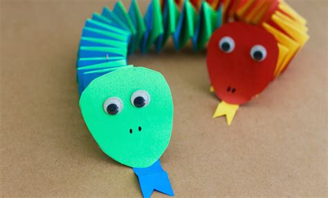 How To Make Simple Paper Crafts - easy craft how to make paper accordion snakes